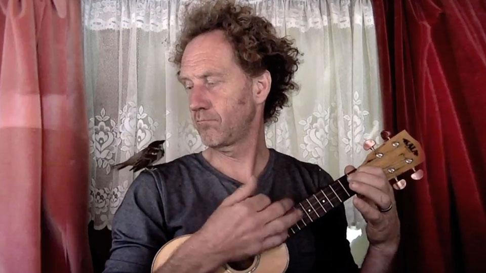 Eén vinger liedje met Piepke de mus